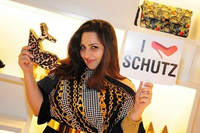 Schutz comemora dois anos de loja no CenterVale Shopping!