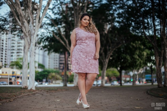 Look Plus- Vestido de Renda Plus Size