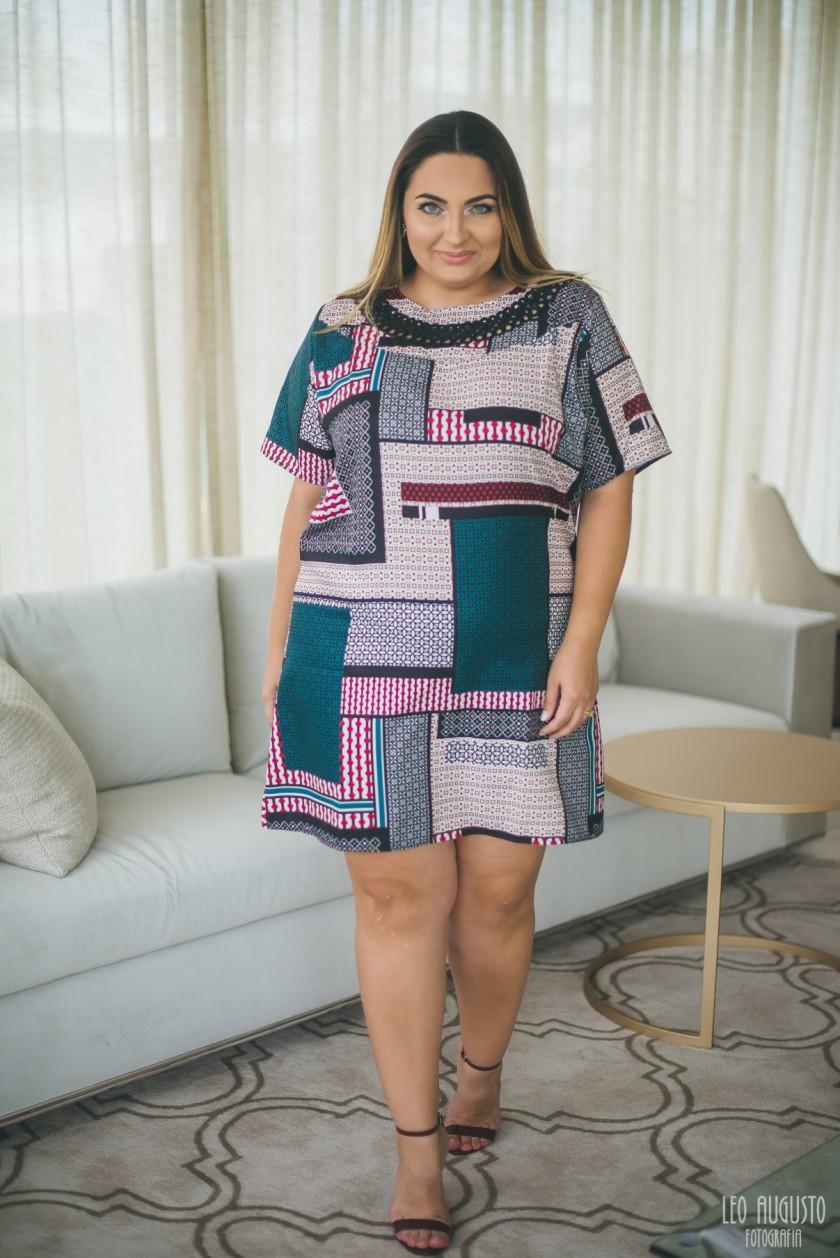 vestido-estampado-plus-size-gris-25